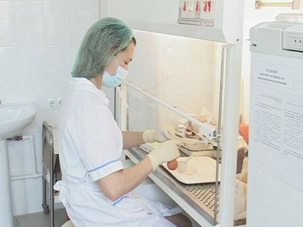 Лишь после лабораторных исследований анализов крови и жидкости спинного мозга врач может окончательно сказать есть у вас вирус энцефалита или нет