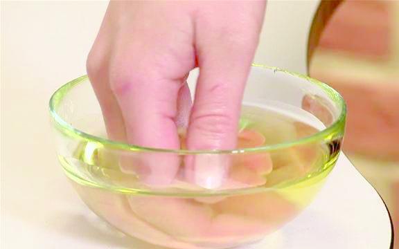 Холодное оливковое масло ускорит процесс регенерации кожи