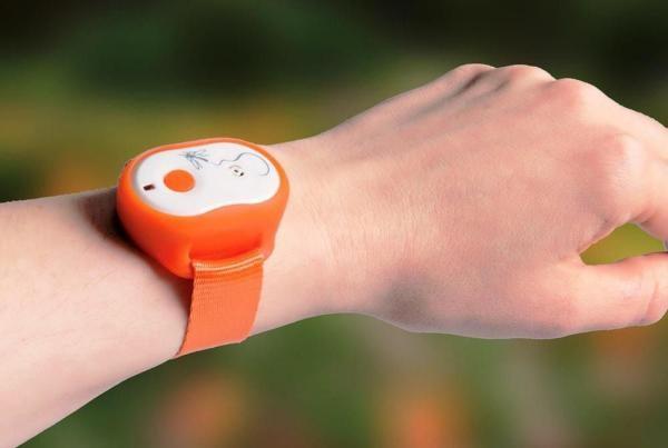 Ультразвуковой отпугиватель-браслет на руку от комаров - удачный выбор для беременной женщины