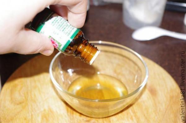 В готовый раствор для усиления эффекта можно добавить эфирные масла