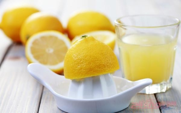 Лимонный сок облегчит зуд от укуса насекомого