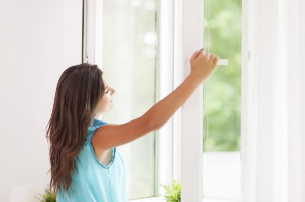 По окончании работ проветрите и вымойте квартиру